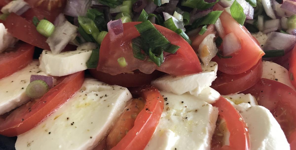 caprese salad zoomed in